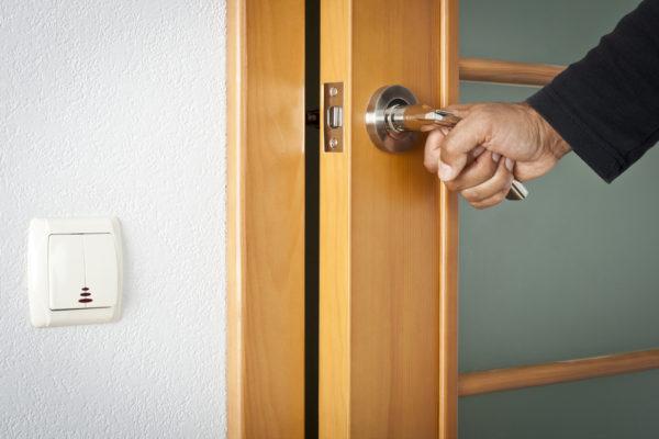 Цены на ремонт дверей